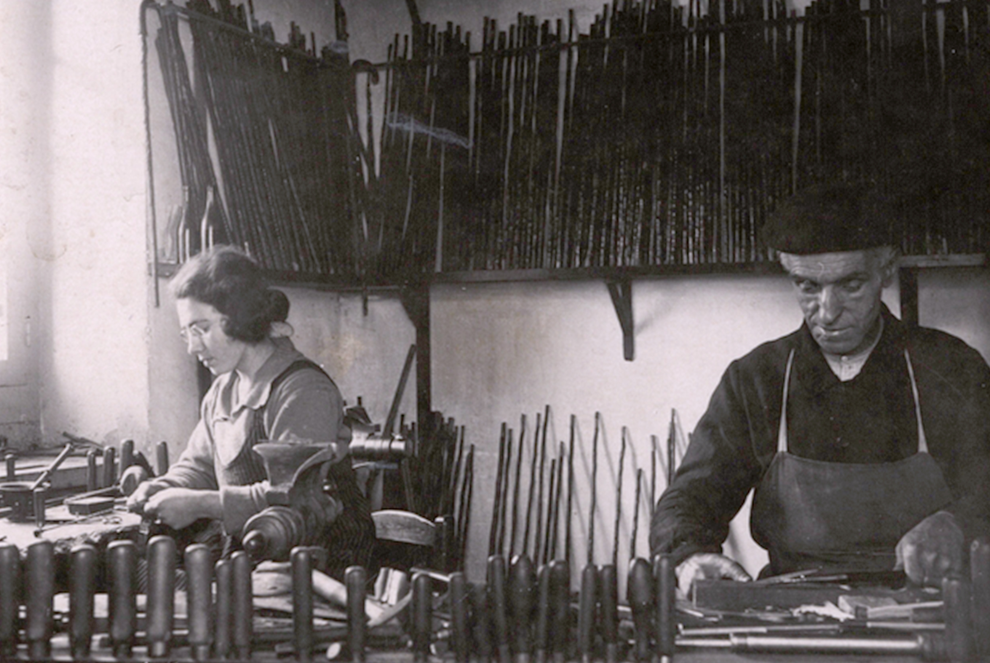 Father-and-daughter-working-together-ancien-workshop